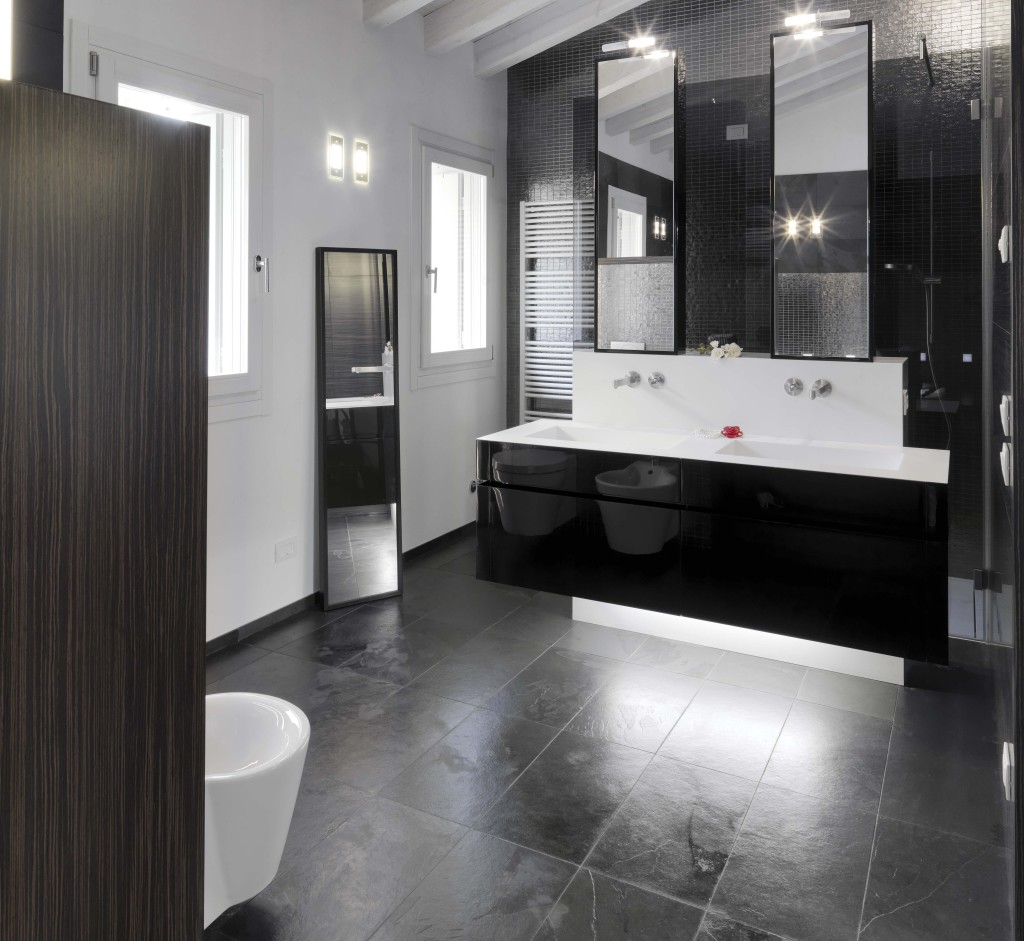 Modern bathroom with Large Tile